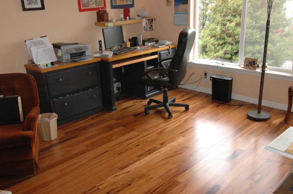 Flooring kirkland wa hardwood floor refinishing kirkland for Pre finished wood floors